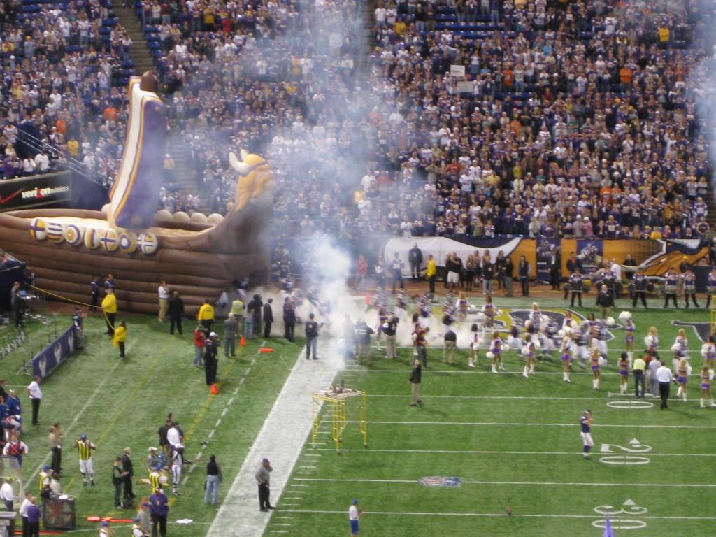 Metrodome Minnesota Vikings introductions