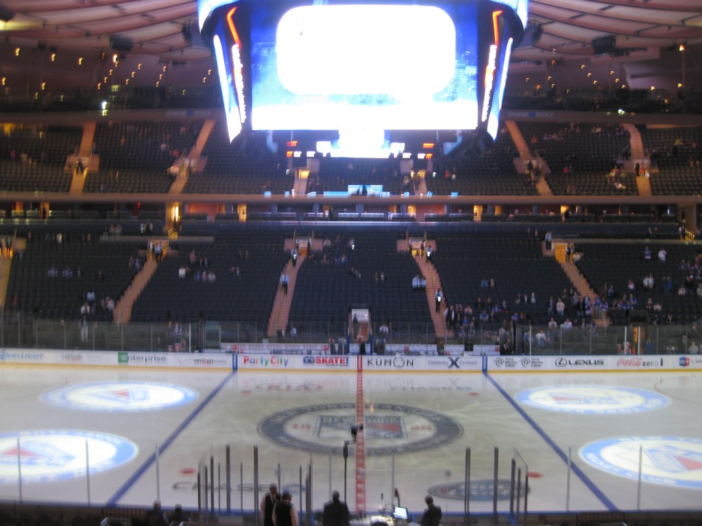 Madison Square Garden New York Knicks Rangers events tickets parking hotels restaurants seating food