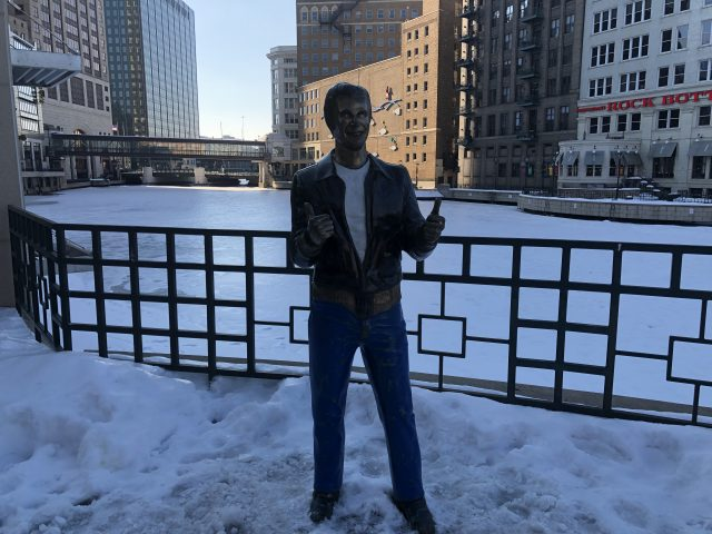 Bronze Fonz Milwaukee sports teams travel guide