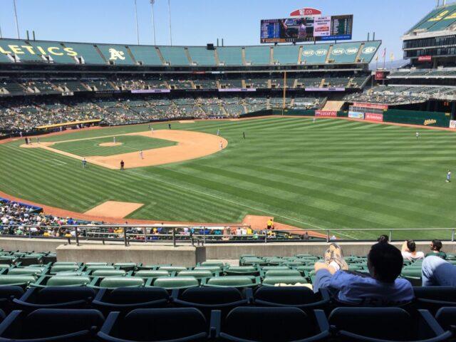 Oakland Coliseum fans
